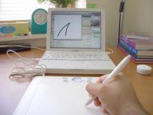 (القلم × الكومبيوتر).. كيف يكتب الأدباء المصريون ؟