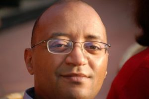 ياسر عبد اللطيف:  الأنبياء أنفسهم كانوا أكثر تواضعاً من بعض شعراء الحداثة العربية