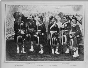 صورة تذكارية لمجموعة من الجنود الإنجليز بالزي العسكري من حاملي الأوسمة عن مشاركتهم في الحرب الأنجلو المصرية 1882م